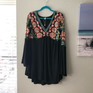 Rosegal 2X Floral Bell Sleeve Top